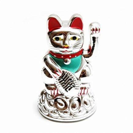 Pisica norocoasa Maneki Neko argintie, Remediu Feng Shui pentru atractia prospeitatii si bunastarii