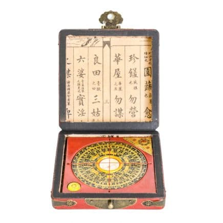Busola geometrica Luo Pan din lemn protejata in cutie medie