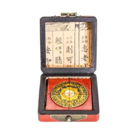 Busola geometrica Luo Pan din lemn protejata in cutie mica