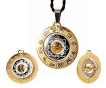Amuleta prosperitatii medalionul celor 8 simboluri si silaba HRIH, remediu feng shui de prosperitate