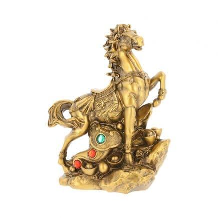 Cal auriu cu Ru Yi pe monede si pepite, remediu Feng Shui pentru cariera
